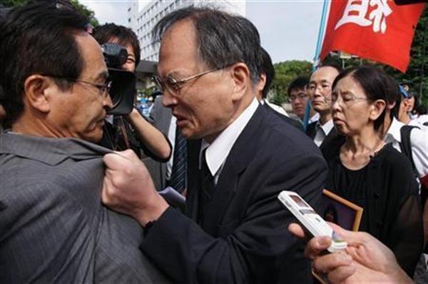 鬼気迫る表情で、亡くなった森美菜さんの無念を訴える父、豪さん=平成25(2013)年6月28日、東京都内(全国一般東京東部労組提供)