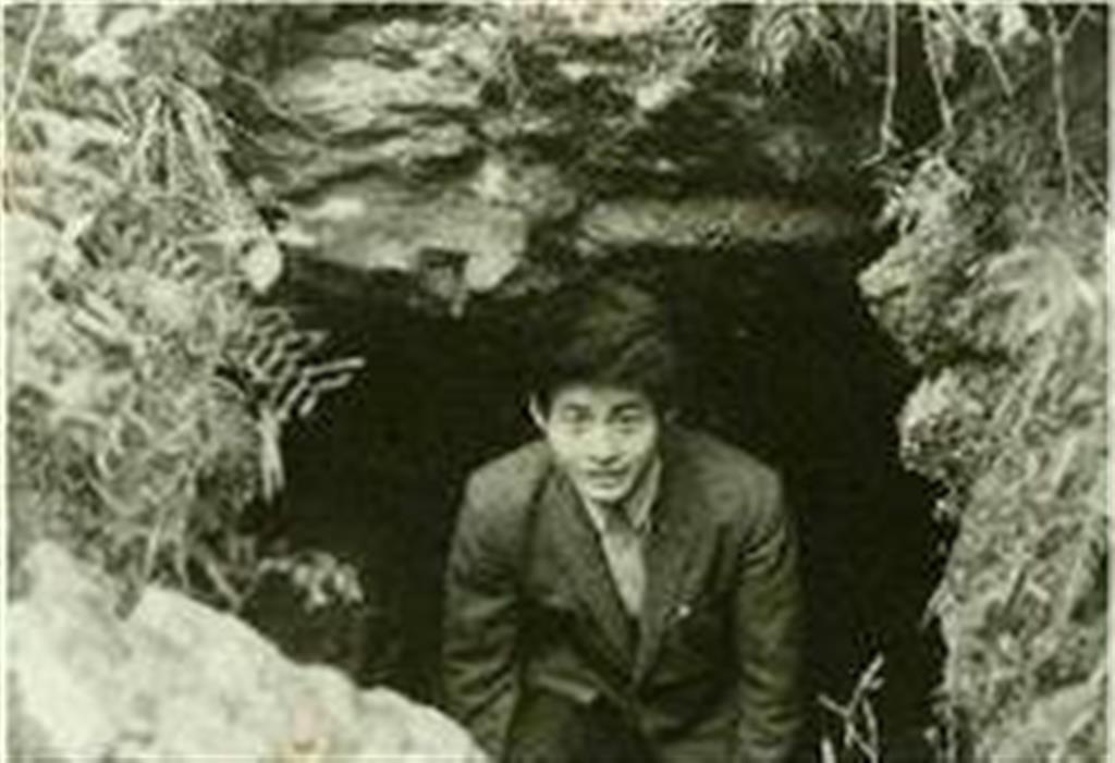 古墳や遺跡を渡り歩いた大学時代=昭和41年