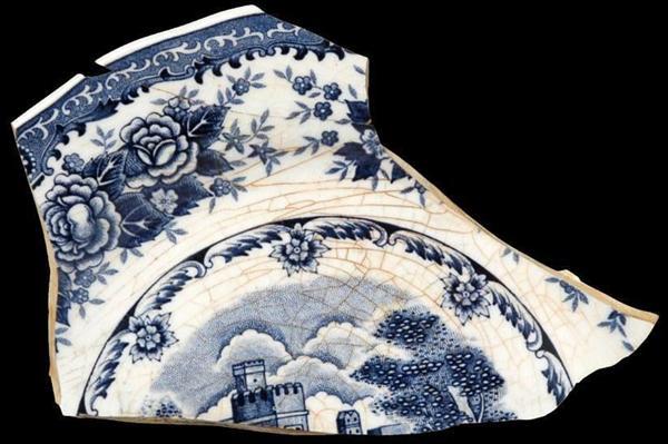 連合艦隊司令部日吉地下壕から発見された洋食器(神奈川県立歴史博物館提供)