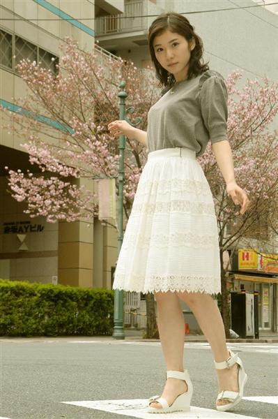 ミニスカート姿の藤吉久美子さん