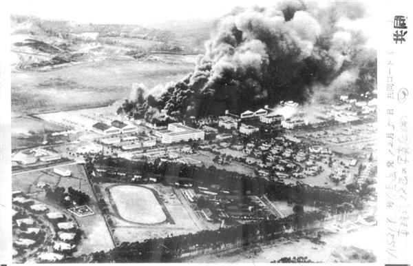 昭和16年12月8日のハワイ真珠湾攻撃に参戦した航空母艦「加賀」の元乗組員が公開した「炎上する米軍施設」の写真(共同)