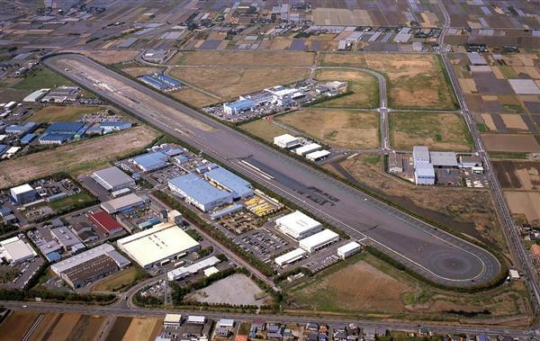 香取基地の十字に交差する2本の滑走路は、自動車のテストコースなどに活用され当時の面影を残している =千葉県旭市