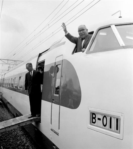世界の鉄道を変えた「新幹線の父...