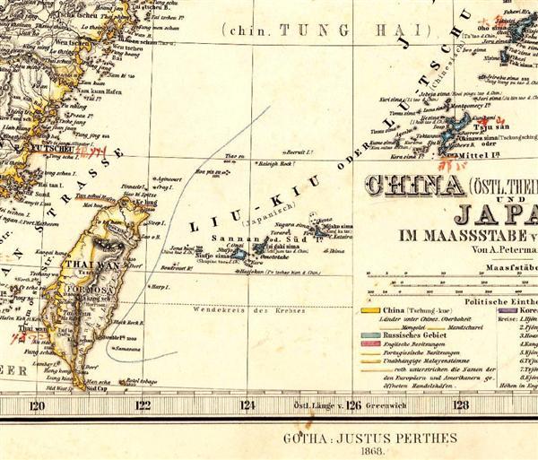 1868年に発刊された地図「ハンド・アトラス」。現在とは島名が一部異なるが、「Hoapin-su」(尖閣諸島・久場島)の西側に国境線が引かれている