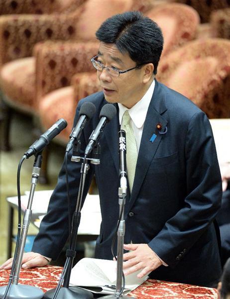 衆院平和安全法制特別委員会で、民主党の長妻昭氏の質問に答える加藤勝信官房... 前の写真へ 次の