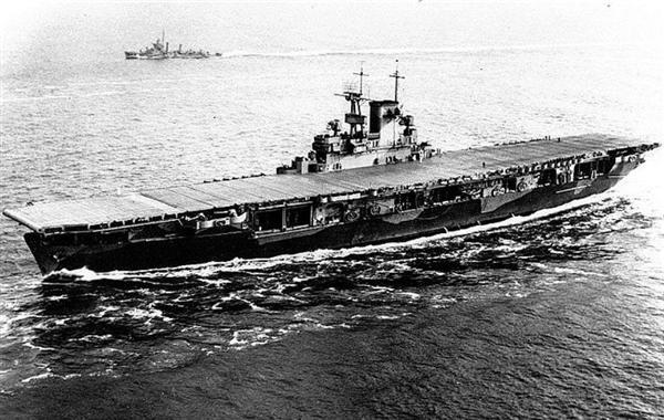 日本軍を迎え撃つためにミッドウェーへ向かう空母「エンタープライズ」