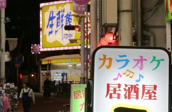 中国人女性が接客する「カラオケ居酒屋」が急増しているあいりん地区の商店街。今や100軒近くに達しているという=大阪市西成区(村本聡撮影)
