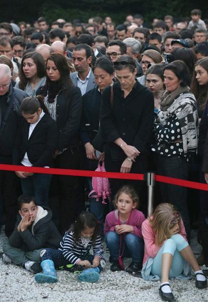 パリ同時多発テロ】東京の在日仏大使館で追悼行事 厳重警備のなか ...