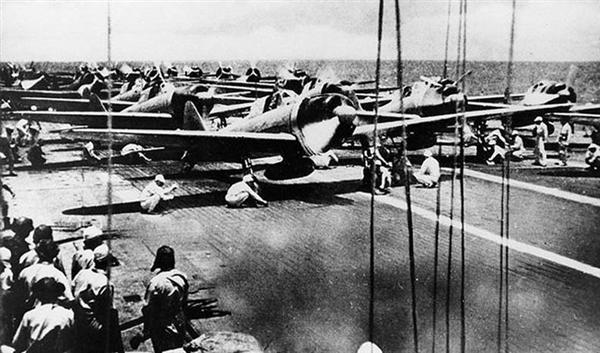 歴史事件簿】南太平洋海戦(中)「頼むぞ」甲板から飛び立つ攻撃隊63 ...