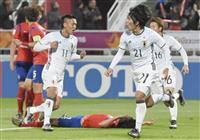 【日本-韓国】後半、同点ゴールを決め駆けだす矢島(21)=ドーハ(共同)