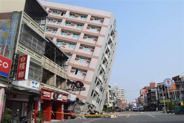 台湾南部地震】漂うガス臭、舞う...
