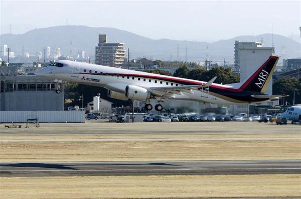 試験飛行を再開し、愛知県営名古屋空港を離陸するMRJ = 10日午前