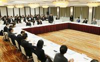 東京都内で開かれた教科書検定審議会総会=18日午前