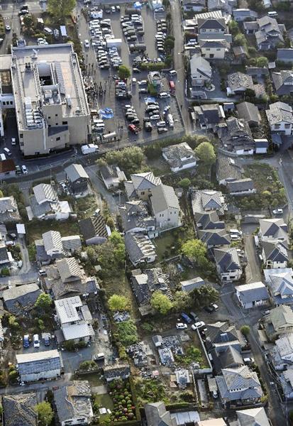 震度7の地震があった熊本県益城町。左上は益城町役場=15日午前6時52分
