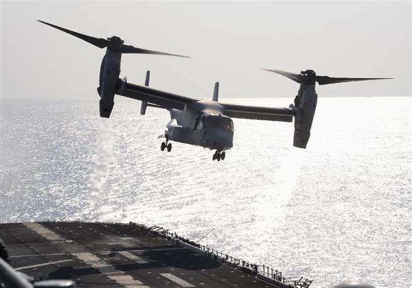 米韓合同の訓練に参加している米軍の強襲揚陸艦「ボノム・リシャール」から上陸訓練に向かうオスプレイ=3月12日(共同)