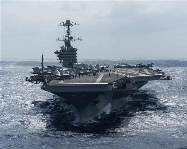 2月25日、フィリピン海(フィリピン東方海域)を進む米原子力空母ジョン・C・ステニス(米海軍HPより)