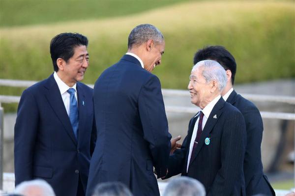 スピーチをしたオバマ米大統領と話す被爆者の坪井直さん(右)。左は安倍晋三首相=27日午後6時6分、広島市中区の平和記念公園(鳥越瑞絵撮影)