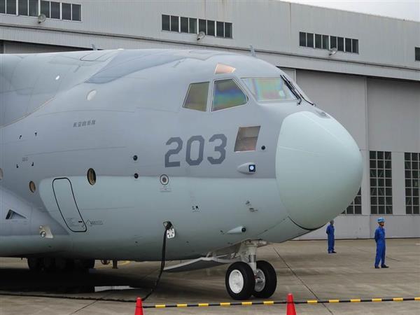 防衛省に納入された輸送機C-2=30日午前、岐阜県各務原市の川崎重工業岐阜工場(石鍋圭撮影)