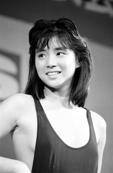 石田ゆり子さんの水着