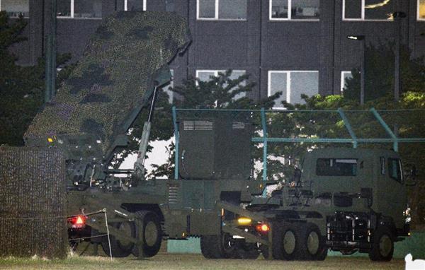 北朝鮮の弾道ミサイル発射に備えた破壊措置命令を受け配備されたPAC3=8日午後9時8分、東京・市谷の防衛省