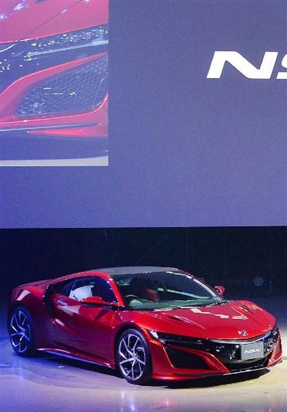 ホンダが発表した高級スポーツカーの新型「NSX」=25日午前、東京都江東区(寺河内美奈撮影)