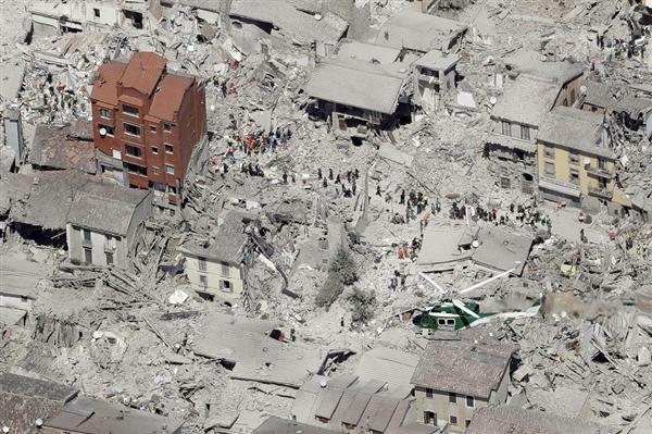 イタリア中部地震】夜通し捜索、...