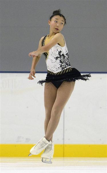 女子SPでジャンプする坂本花織=新横浜スケートセンター