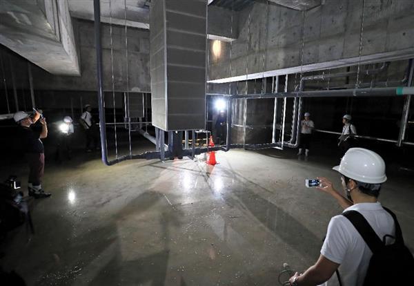 報道陣に公開された水産卸売場棟の地下=16日午後、東京都江東区(桐原正道撮影)