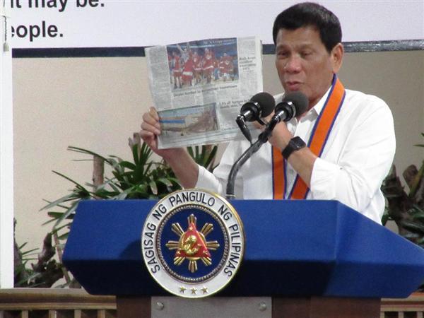 【フィリピン】ドゥテルテ大統領、対中傾斜を加速 中国側はインフラ援助ちらつかせ 初訪中ひかえ、米国に当てつけ?[10/13] [無断転載禁止]©2ch.net->画像>2枚