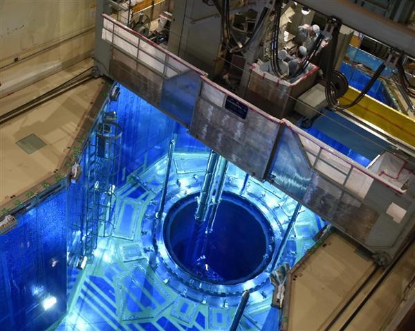 原子炉から燃料取り出し、定検中...