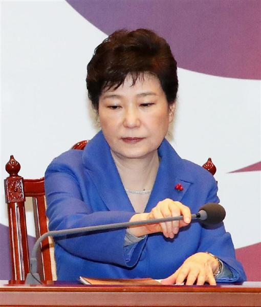 弾劾訴追案可決後、閣僚会合に臨む韓国の朴槿恵大統領=ソウルの大統領府(聯合=共同)