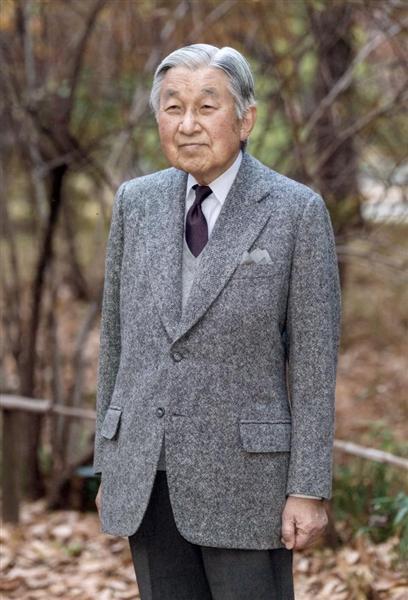 83歳の誕生日を迎えられた天皇陛下=皇居・東御苑(宮内庁提供)