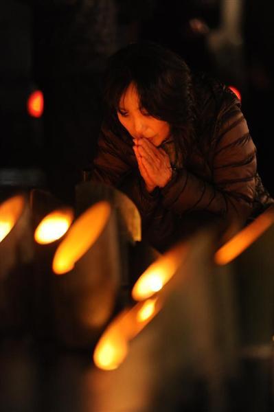 東遊園地の「追悼の集い」=17日早朝、神戸市中央区の東遊園地(奥清博撮影)