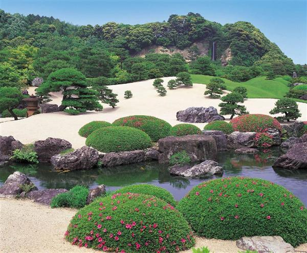 14年連続で1位を獲得した足立美術館の日本庭園。写真は「白砂青松庭」