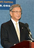 ワシントンのナショナル・プレスクラブで記者会見する沖縄県の翁長雄志知事=3日(共同)