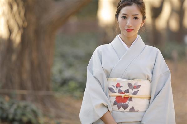 """東京から1時間半、湯河原温泉で評判の美人過ぎる """"若女将 ..."""