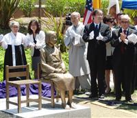 米西部グレンデール市内に設置された慰安婦像(黒沢潤撮影)