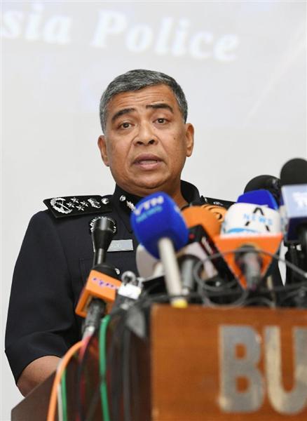 北朝鮮の金正男氏殺害事件について記者会見するマレーシア警察のカリド・アブバカル長官=22日、クアラルンプール(共同)