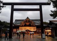 雨の靖国神社(マイケル・ヨン撮影)