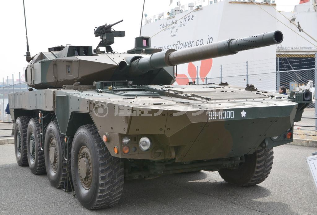 機動戦闘車の射撃管制装置や反動抑制機構には、10式戦車の開発時に得られた技術が応用されている(岡田敏彦撮影)