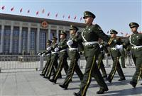 北京の人民大会堂前で警備する武装警察隊員=3日(共同)