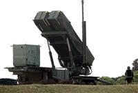 北朝鮮の長距離弾道ミサイル発射実験とみられる「衛星」打ち上げに備え、宮古島分屯基地に設置されたPAC3=2012年4月(大西正純撮影)