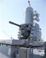 海上自衛隊の護衛艦「かが」の艦上の前方にあるファランクス近接防衛システム=22日午前、神奈川県横浜市磯子区(菊本和人撮影)