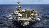 1月30日、太平洋を航行する原子力空母カール・ビンソン (米海軍提供、ロイター)