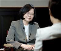 メディアのインタビューを受ける台湾の蔡英文総統=4月27日、台北市(台湾総統府提供・共同)