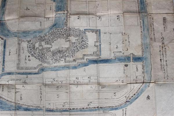 토쿠시마성이나 성벽아래의 마을을 조사한 탐색서의 그림(코우가시 미나구치 도서관창고)