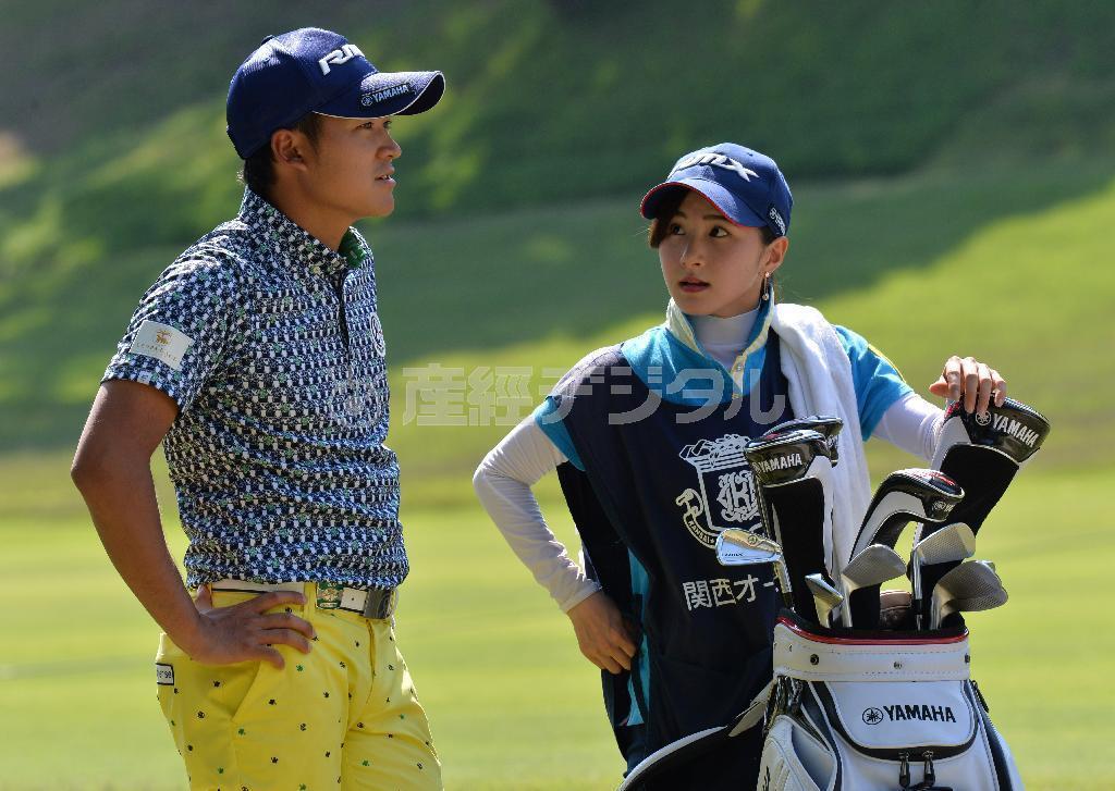 【ゴルフ】美しすぎる女子大生キャディー ツアー初優勝の今平周吾の勝利の女神に