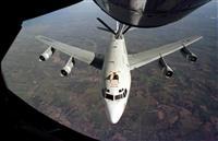 中国軍戦闘機から異常接近を受けた米空軍の特殊偵察機「WC135」の同型機(AP)