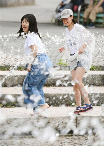 【画像】 産経 「大阪市内で水遊びをする女子高校生」  [無断転載禁止]©2ch.net->画像>45枚