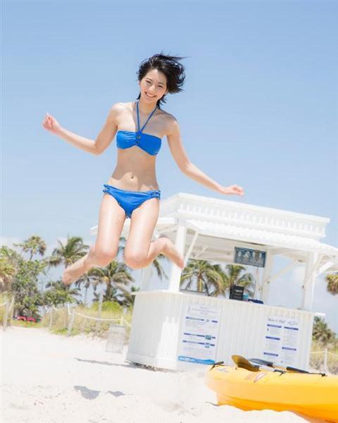 飛び跳ねる武田玲奈です。